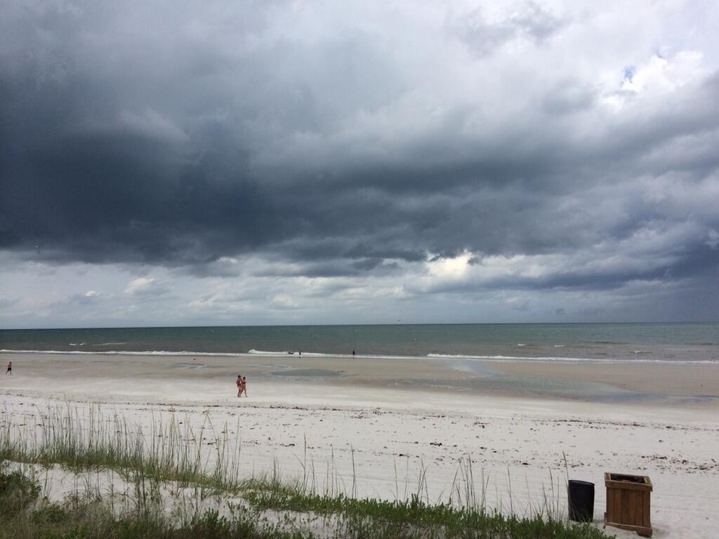 jacksonville_beach_during_storm_1024