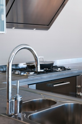 water-tap-and-sink_fyvzioad_400